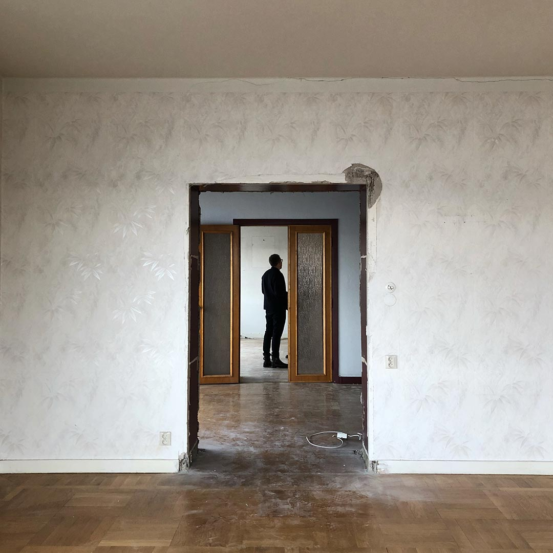 We recently started what might become our biggest private renovation project by creating a new office space and turning this beautiful apartment back to its former elegance.